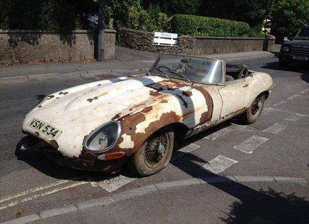 Сгнивший Jaguar E-type оценивается в круглую сумму